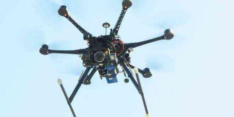 Arrivano i floni: così lo smartphone si trasforma in un drone (videonews)