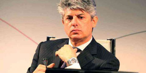 Telecom Italia torna in utile, ricavi e debito in calo. Patuano: 'Mercato domestic in ripresa'