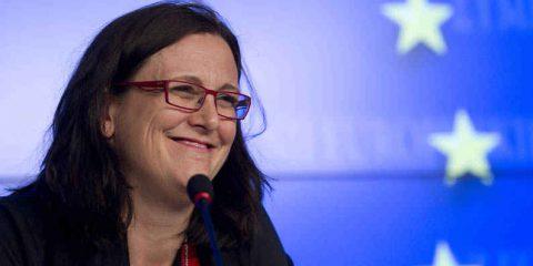 Protezione dei dati. Il Commissario Malmstrom ha collaborato con gli Usa per indebolire la riforma?
