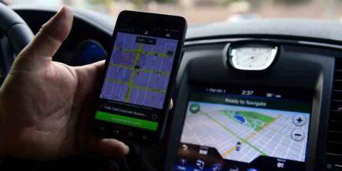 Vincono i tassisti: UberPop bloccato in tutta Italia