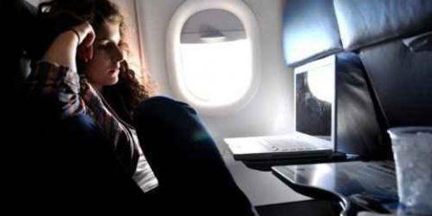 Smart device, sette passeggeri su dieci pronti ad utilizzarli in aereo