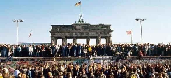 The wall il 9 novembre 1989 cade il muro di berlino la - Berlino porta di brandeburgo ...