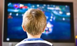 Bambino davanti alla TV (violenza e videogiochi)