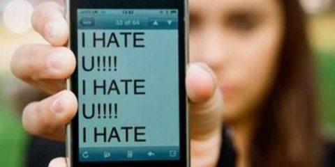 Ragazzi online: l'88% accede via smartphone, rischi della rete in aumento