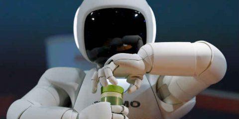 L'avanzata dei robot: in UK a rischio un posto di lavoro su tre entro 20 anni