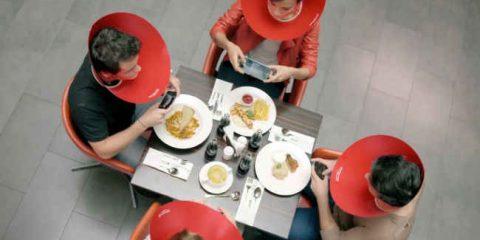 Spot&Social. La campagna di Coca-Cola contro il rischio multitasking (video)
