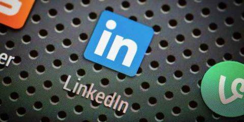 Facebook vs Linkedin, social per professionisti a confronto