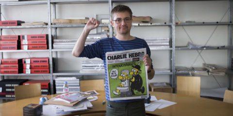 Attentato al Charlie Hebdo, l'ondata di sdegno monta su Twitter (video)