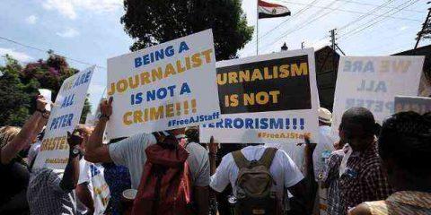 I giornalisti d'inchiesta? 'Pericolosi come terroristi e hacker'. Bufera sull'intelligence UK