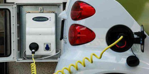 Auto elettriche, vendite globali su del 25% nel 2017. Pigro il mercato italiano