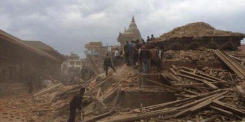 Il terremoto in Nepal cogli occhi del drone (video)