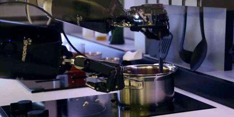 Il robot-chef si mette ai fornelli (video)