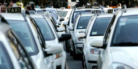 Cosedanoncredere. La protesta dei taxi rischia di danneggiare i consumatori. 4 proposte