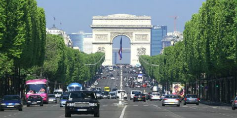 Smart mobility a Parigi: auto a 30 Kmh, raddoppio delle ciclabili entro il 2020
