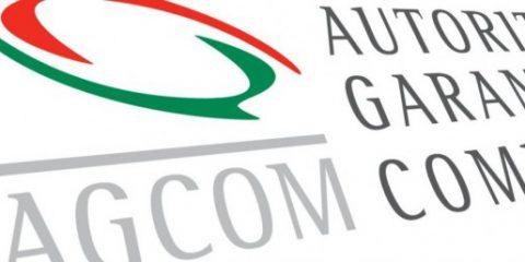 Agcom: cresce la diffusione della fibra ottica. Sms asfaltati da Whatsapp