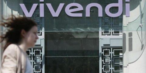 Agcom stoppa Vivendi: un anno per scendere in Mediaset o Tim
