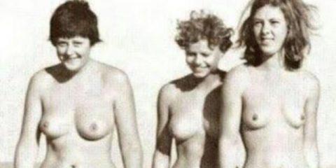Beata gioventù: una giovane Angela Merkel nudista (la prima a sinistra). E chi sono le altre due?