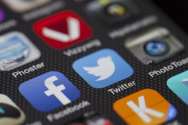 Facebook e Twitter: sempre più popolari come fonti di news