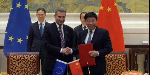 5G, accordo Ue-Cina. Oettinger: 'Traguardo importante per le aziende europee'