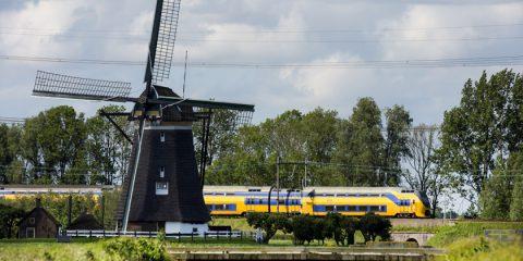 Eolico: nei Paesi Bassi entro il 2018 tutti i treni alimentati a vento