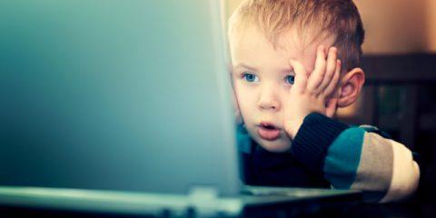 Bambini online, è allarme privacy: app e siti troppo spioni