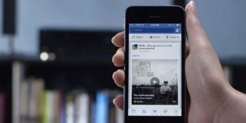 Social, l'85% dei telespettatori naviga su Facebook mentre guarda la tv