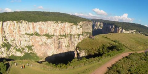 Video Droni. I canyon del Brasile nella regione del Rio Grande do Sul e Santa Catarina visti dal drone