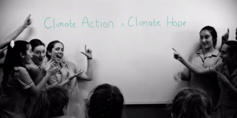 Spot&Social, gruppo di donne canta per la battaglia sul clima