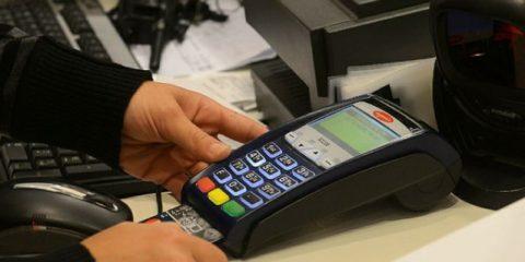 Pagamenti elettronici, scatta il tetto alle commissioni per carta di credito e bancomat