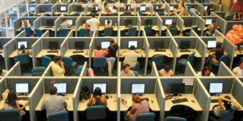 Call center, settore a rischio: il governo accelera sulla black list contro i 'contratti pirata'