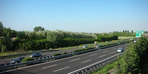 Auto elettriche: via libera alla prima stazione di ricarica sull'A1