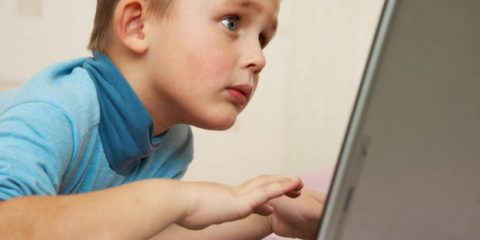 Cybersecurity: siti scommesse, contenuti violenti e linguaggio esplicito i più cliccati dai bimbi italiani