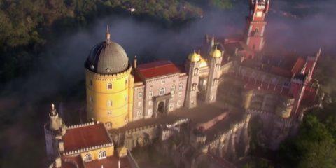 Video Droni. Il Palazzo Nazionale di Sintra (Portogallo) visto dal drone