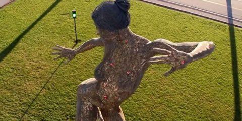 Video Droni. Quando l'arte incontra il drone: le sculture di metallo a Treasure Island (California)