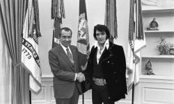 Il presidente Usa Richard Nixon incontra Elvis Presley alla Casa Bianca