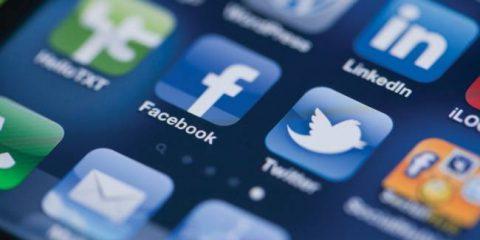 Facebook-Twitter: confronto impietoso tra i due social dopo i conti