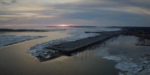 Video droni. La baia ghiacciata: Cape Cod (Massachusettes, USA) visto dal drone