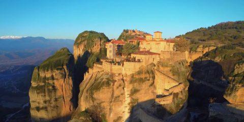 Video droni. Meteora: il miracolo dei monasteri sulle guglie
