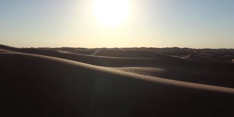 Video droni. Le dune del deserto di Sharjah (Emirati Arabi Uniti) viste dal drone