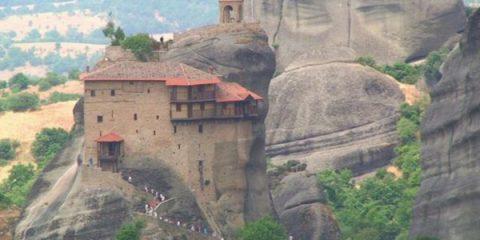 Video droni. Meteora (Grecia) e i suoi monasteri inaccessibili visti dal drone