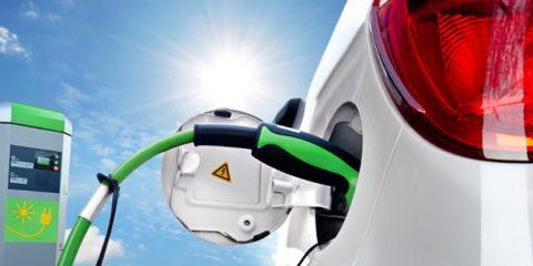 Auto elettriche, flop dei fondi statali: speso solo un decimo (per colpa della burocrazia)