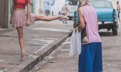 Ballerina di strada a Cuba