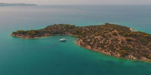 Video droni. Nostalgia dell'estate, Porto Heli (Grecia) visto dal drone