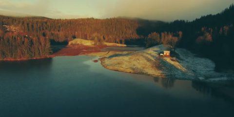 Video droni. Norvegia, l'arrivo dell'autunno visto dal drone