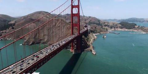 Video droni. Baia di San Francisco: il Golden Gate Bridge e la Rodeo Beach visti dal drone