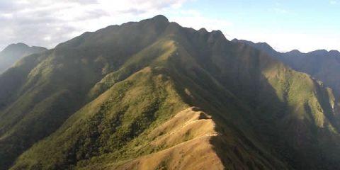 Video droni. In montagna: la Serra Fina (Brasile) vista dal drone