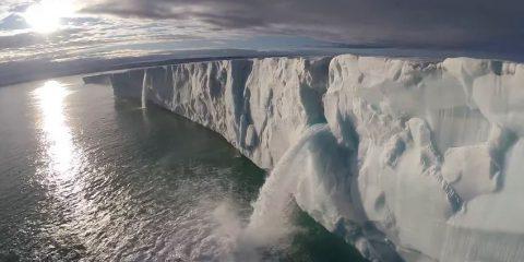 Video droni. Svalbard e i fiordi di Scoresbysund (Groenlandia) visti dal drone