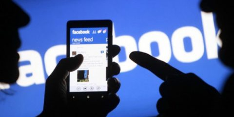 Zuckerberg fa outing: 'Siamo una media company'. Facebook è un giornale?