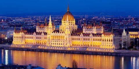Viaggio a Budapest, la Parigi dell'Est: 2 minuti per innamorarsi del gioiello del Danubio (video)