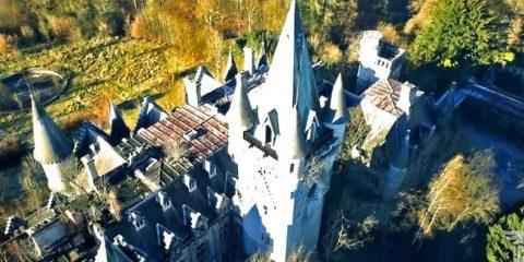 Video droni. Il castello di Noisy–Miranda (Belgio) visto dal drone